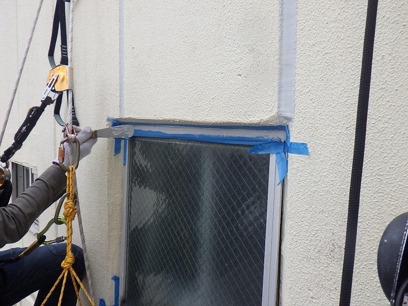 ロープアクセス工法によるシーリング工事
